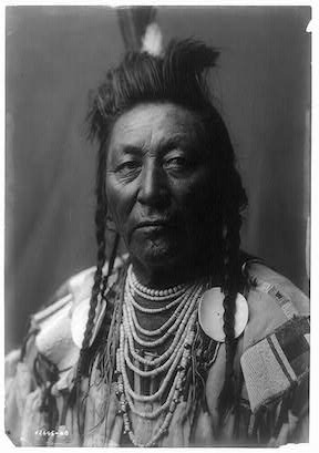 Plenty_Coups_Edward_Curtis_Portrait_(c1908)